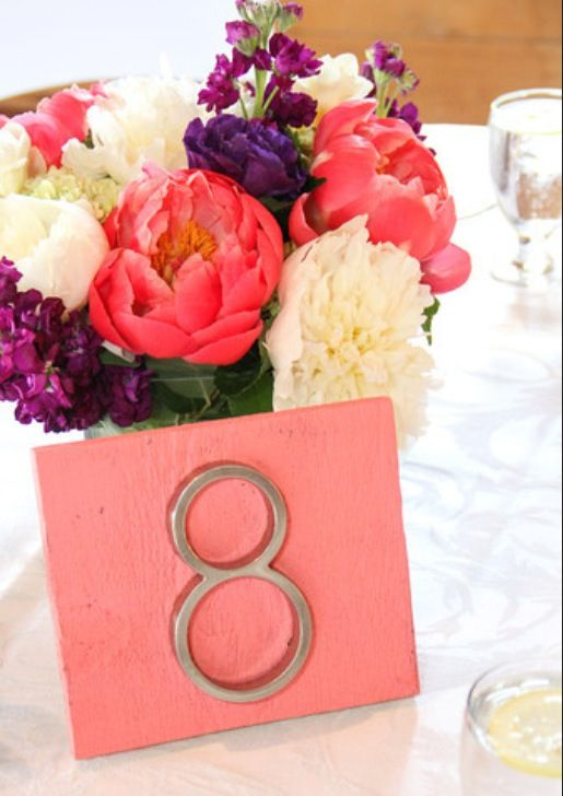 Pieces of wood and house numbers as table numbers. Wedding table numbers easy DIY.