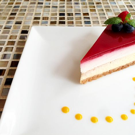 "Cheese cake / NY cheesecake + unbaked cheese cake + framboise nappage ""NYチーズケーキ+レアチーズケーキ+フランボワーズのナパージュ"""