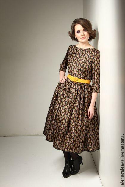 Платье `Огурцы`. Пышное платье из натурального шелка сделает Вас королевой любой вечеринки и не оставит незамеченной в повседневной жизни. Нижняя юбка входит в стоимость, без нее платье станет более будничным.