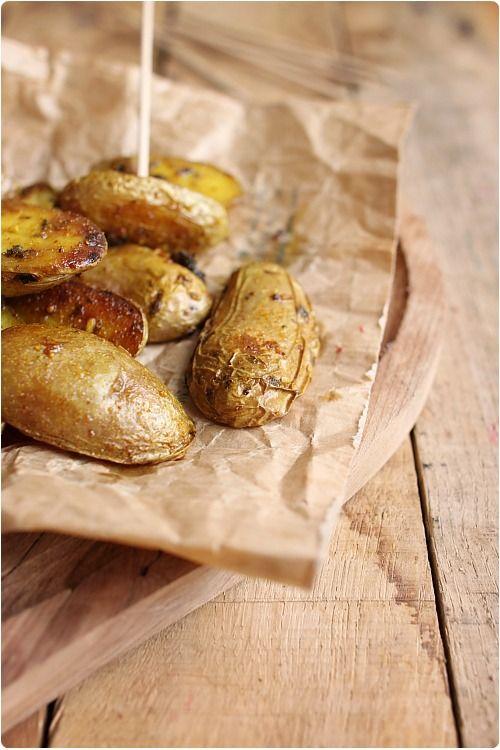 Ces pommes de terre sont enrobées d'un mélange d'herbes et d'épices et rôties au four ainsi. C'est absolument délicieux et parfumé. Je les ai servies telle
