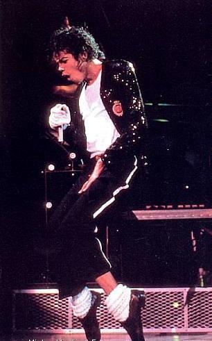 Herkes bu gösteriyi bekliyor! Popun kralı Michael Jackson The Immortial World Tour başlıyor... İndirimli bilet için son günler!