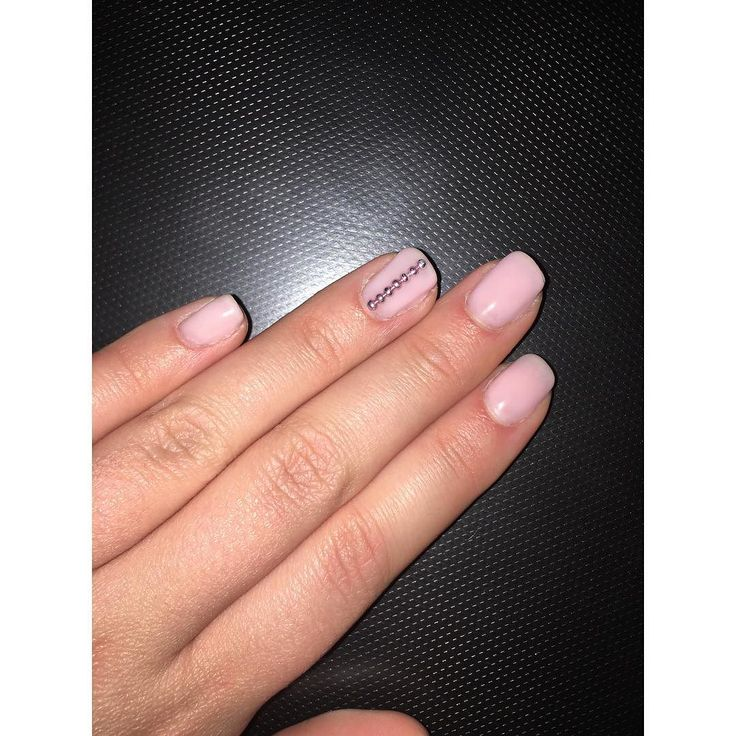 Ροζ νύχια με μία γραμμή από στρας! Για ραντεβού ομορφιάς στο σπίτι σας τηλεφωνήστε  215 505 0707 . . . #myhomebeaute #μανικιουρ #σχεδιασμούνύχια #μανικιούρ #γυναικα #γυναίκα #ομορφια #ομορφιά #νυχια #νύχια #μανικιούρ #μωβ #manicure #manicuretop