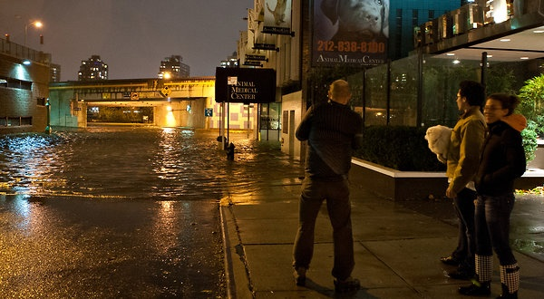 Hurricane Sandy Barrels Region, Leaving Battered Path - NYTimes.com
