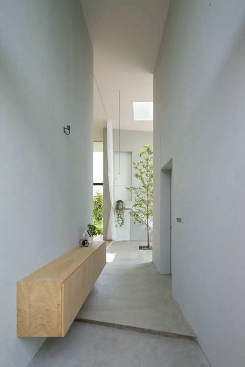 House in Ohno is a minimalist house located in Gifu, Japan, designed by Airhouse.