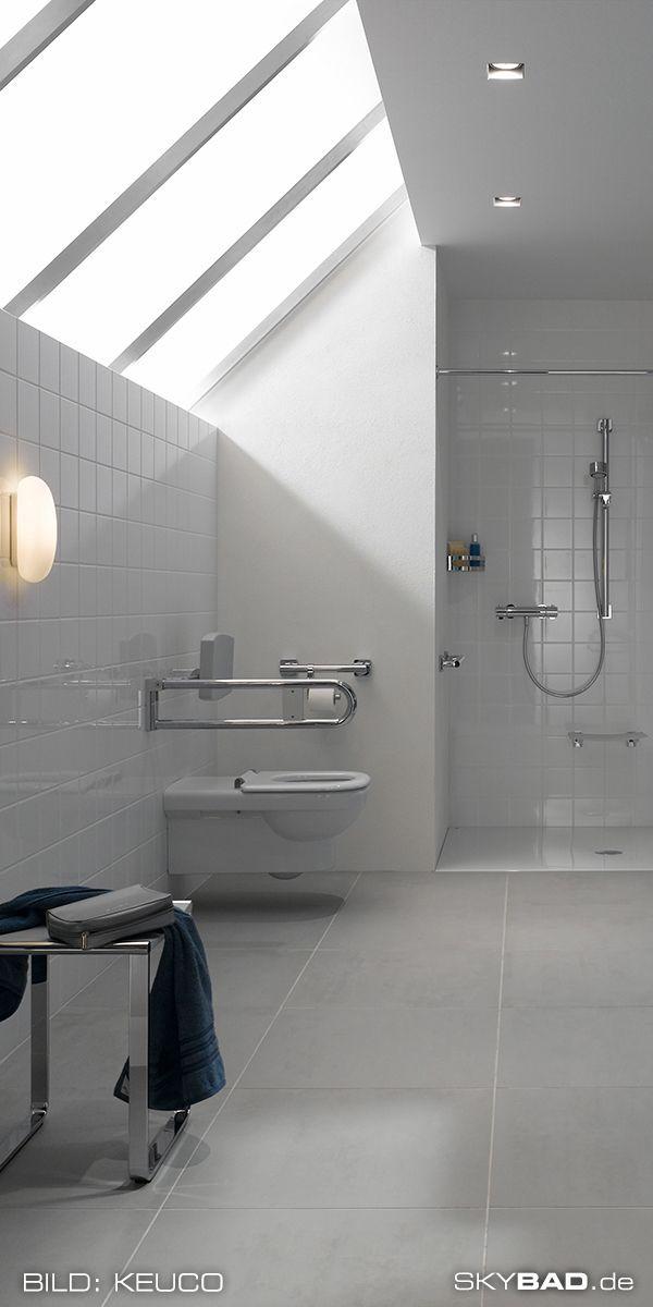 Barrierefreies Badezimmer Mit Ebenerdiger Dusche Behindertengerechtem Wc Barrierefreier Badewanne In 2020 Moderne Hausentwurfe Barrierefreie Duschen Barrierefrei Bad