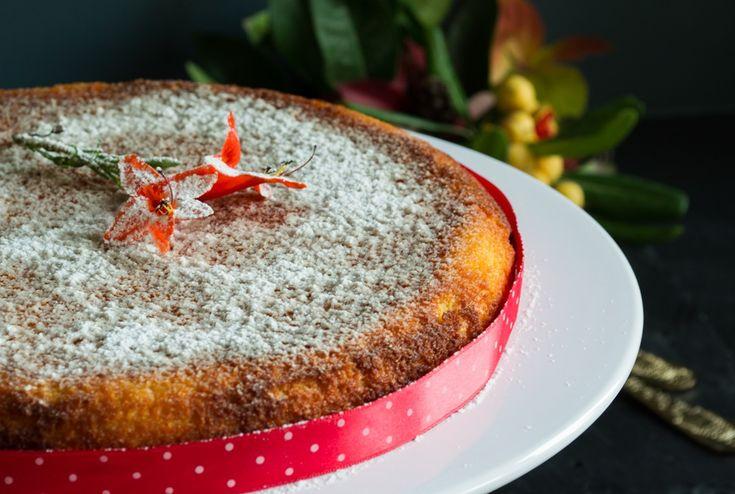 Βασισμένη σε μια ανατολίτικη συνταγή,η βασιλόπιτα με μανταρίνια είναι τόσο νόστιμη,δεν θα περισσέψει, θα αγαπήσει κάθε καλεσμένος σου και εσύ θα καταχαρείς!