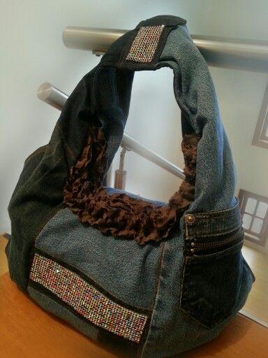 Bolsa jeans reciclado com pedraria.