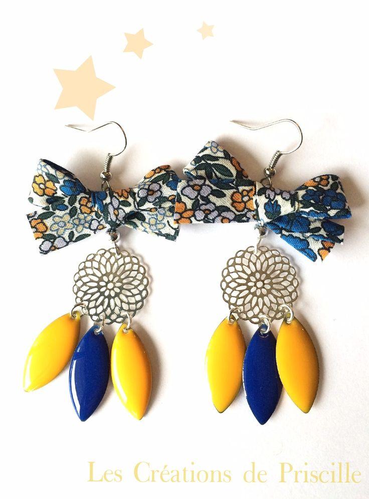 Boucles d'oreilles nœuds liberty, estampes àargentées et sequins gouttes jaunes et bleues : Boucles d'oreille par les-creations-de-priscille