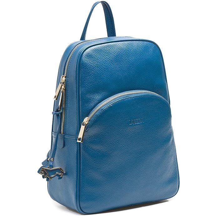 Стильный женский рюкзак из натуральной кожи, производства итальянского бренда, который идеально подойдет для ежедневного использования. Его можно брать с собой на учебу, работу, прогулки по городу. Довольно вместительное внутреннее отделение позволит взять с собой необходимые вещи, а кармашек на молнии вместит в себя мелочи, такие как телефон, ключи, кошелек и другие. Удобные плечевые лямки регулируются по длине для достижения максимального комфорта при ношении.