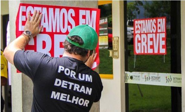 A greve dos funcionários responsáveis pelo atendimento do posto de habilitação e identificação civil da empresa Prol, terceirizada pelo Detran-RJ, também afetou gravemente os serviços das 14 autoescolas e das nove clínicas médico-psicológicas de Petrópolis. …