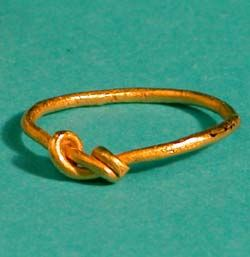 A Roman earring discovered behind a hedge in Leicestershire is one of three intriguing pieces of gold jewellery unearthed by metal detectorists and acquired by the local council.
