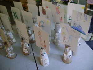 Picture stands made from found materials cool way to display children's artwork