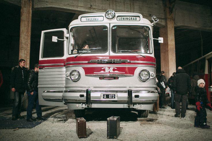 Редкие ретро-автобусы в Таллине. http://kleinburd.ru/news/redkie-retro-avtobusy-v-talline/  Всего несколько дней в здании бывшего литейного цеха Noblessner valukoda проходит уникальная выставка редких ретро-автобусов. Тщательно восстановленные в духе прошедшего времени рейсовые автобусы, некоторые из которых являются единственными в мире экземплярами, гостям представят легендарные водители и реставраторы старой техники.Жемчужинами выставки, несомненно, являются автобусы Volvo B-14 1938 года…