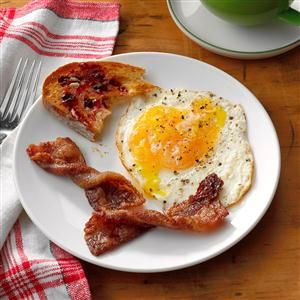 Taste of Home How to Cook Bacon Recipes - Crisp, but not too crisp; meaty, yet also snappy—perfect bacon strikes a savory balance between texture and taste. The Taste of Home Test Kitchen explains how to make bacon in the oven, microwave and stovetop.