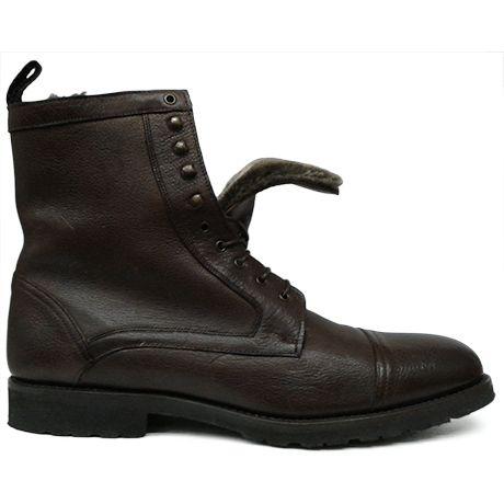 Zapato botín marrón con puntera recta y forro de pelo de Roberto Ley vista lateral