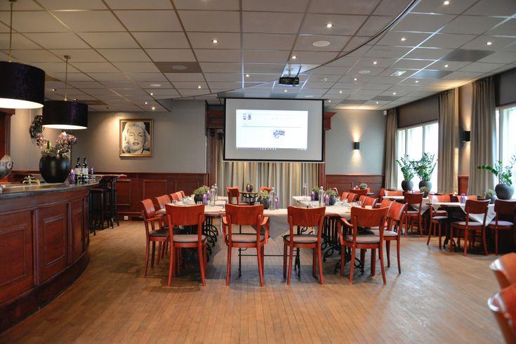 Projecten | MH Interieurdesign De Foyer Grandcafe de Snor, presentatie mogelijkheden, prachtige lampenkappen. brandvertragende gordijnen.