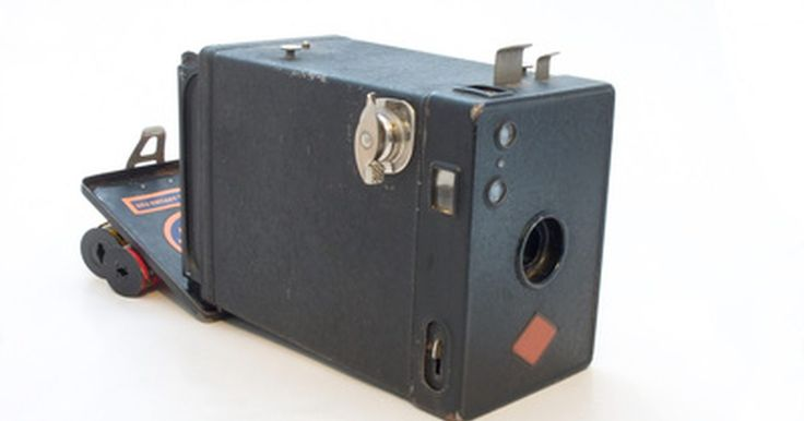 Solução de problemas da Nikon Coolpix 5400. Se você gosta de câmeras digitais que são fáceis de usar ao mesmo tempo em que dão suporte à fotografia digital avançada, então você deve ter uma Nikon Coolpix 5400. A Nikon Coolpix 5400 é o sucessor imediato do modelo Nikon Coolpix 5000. Ela tem alguns recursos adicionais, incluindo um zoom óptico de ângulo largo de 4x. Apesar dos novos recursos, ...