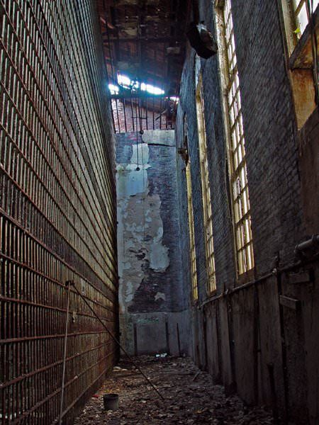 Photos and history of the abandoned Old Essex County Jail, in Newark, NJ. Also known as Newark Street Jail, Essex County Jail Complex