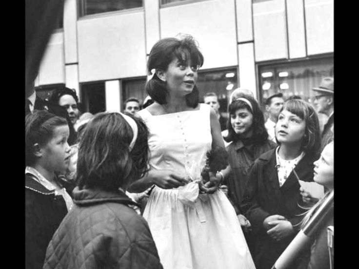 Wenche Myhre - Jeg Går På Skole (1964)