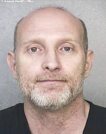 Florda sex offender banded under brigde