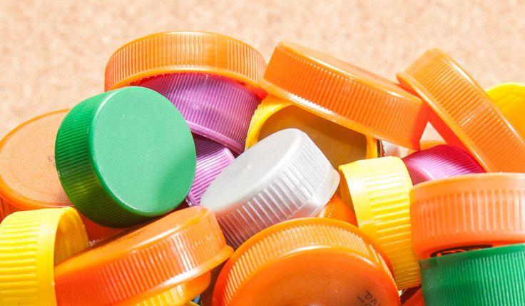 ¿Sabías que las tapas de plástico, las de las botellas de agua, refresco o leche se pueden convertir en ayuda para el tratamiento de los niños con cáncer