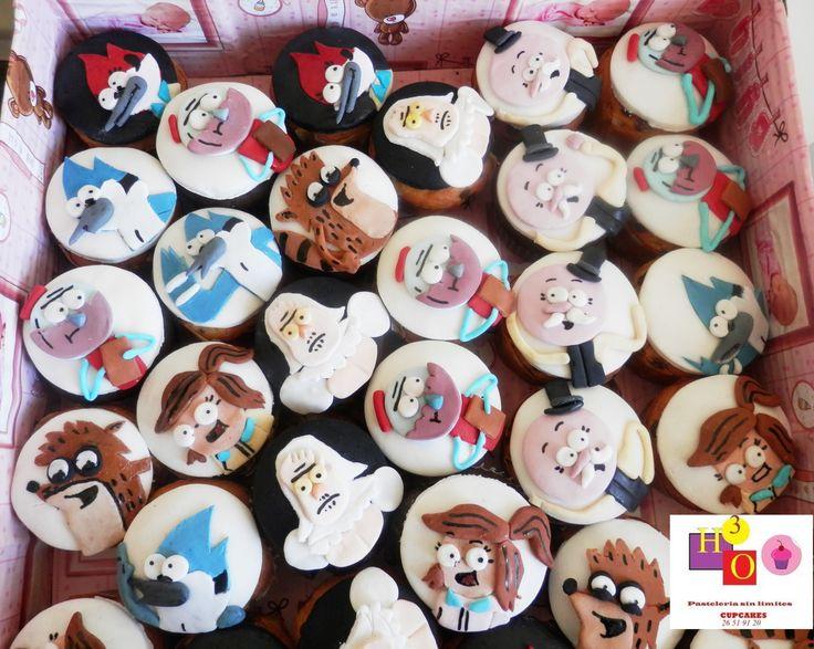 Cupcakes UN SHOW MAS! REGULAR SHOW CUPCAKES Realizar estos cupcakes fue tan divertido como laborioso, dada la cantidad y detalle de los personajes. VISITANOS EN www.pasteleriasinlimites.com.mx