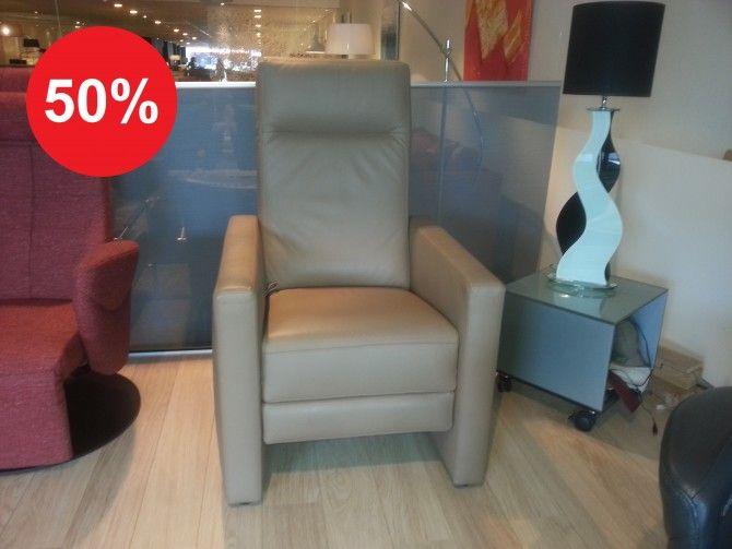 RELAXFAUTEUIL FLINT VAN 2.116,- VOOR 999,- Handmatig verstelbare relaxfauteuil van de Nederlandse meubelfabrikant DMI. #verstelbaar #fauteuil
