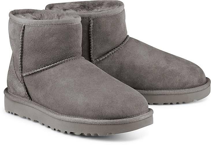 Wie auf Wolken gehen! Der kuschelige Doubleface-Stiefel von UGG aus echtem Lammfell in Grau für ein wohlig-warmes Fußgefühl im Winter. Auch als Hausschuh ein Traum!