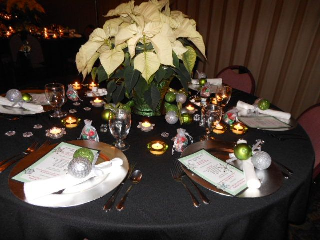 White poinsettia centerpiece hey could do this for