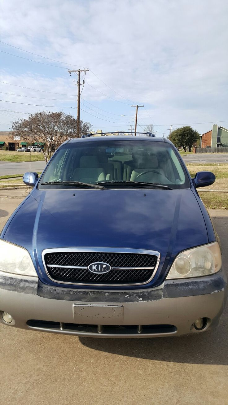 Blue kia sedona great condition runs great freshly detailed clean title