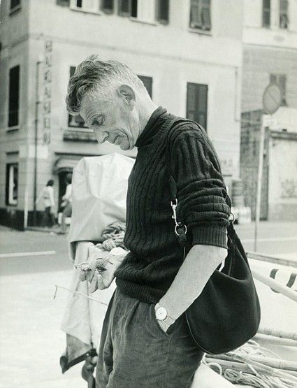 borninflames:    Samuel Beckett in 1971 with his Gucci hobo bag.  (via Telegraph: Ninety Years of Gucci)
