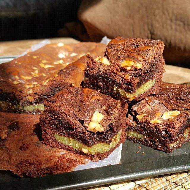PO Brownies siapa mau?.. Brownies Chewy With Milk Vla, yummy, empuk, chewy, manisnya pas, ga cukup satu potong... One Slice Is Never Enough.. recommended banget dari saya ya!! yg mau.. langsung order ya  Follow @greenies_zab Wa: 082295051609 / 0817428854, boleh DM ya.  #jualbrownies #zafirasellers #doyanbaking #shareresep #berbagiresep #doyancooking #brownieschewy #milkvla #top_food_of_instagram #jualan #jualananekabrownies #greenieszab #jualbrowniesmurah #foodlover #evenbdg #evenjakarta…
