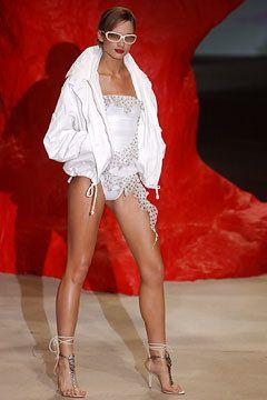 Emanuel Ungaro Spring 2003 Ready-to-Wear Fashion Show - Lindsay Frimodt, Giambattista Valli