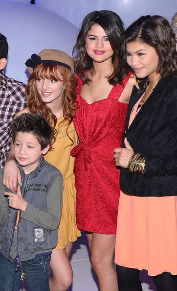 selena and bella thorne photos | Bella and Selena - Bella Thorne Photo (22254230) - Fanpop fanclubs