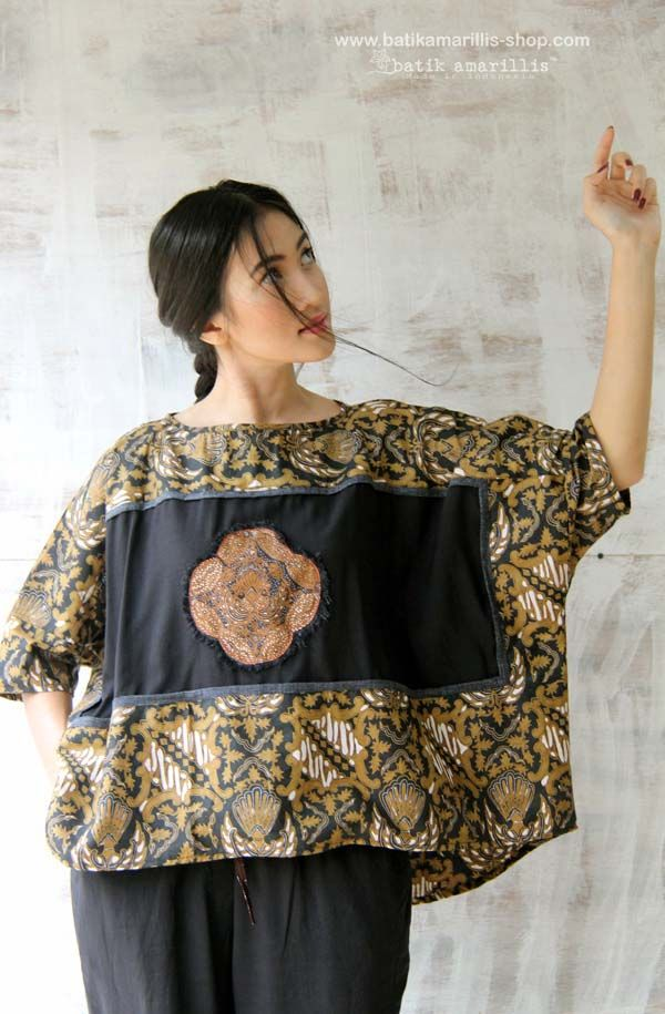 batik amarillis's boxy blouse Cut in a contemporary-cool, boxy silhouette, this provocative oversized is accented with solid panels of batik frame plus heart /Flower batik aplique which uniquely frayed at the edge! Size: All/ S-L (bust max: 108cm, lenght: 58cm)