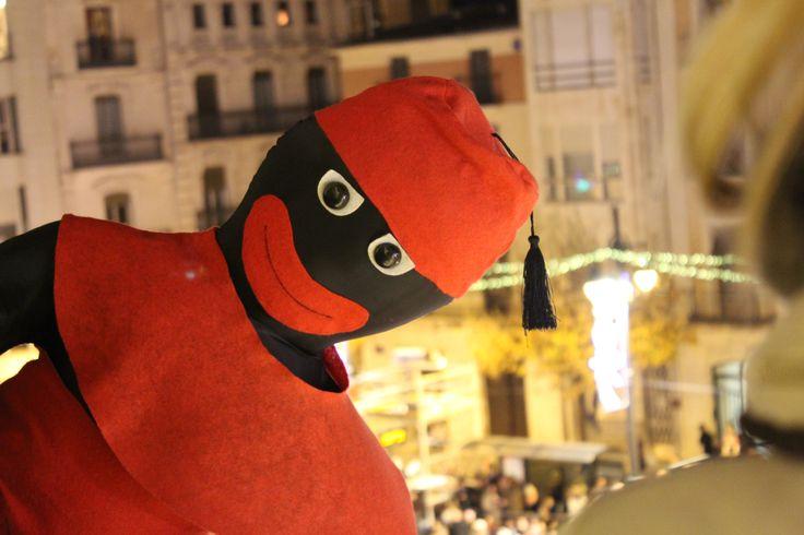 """Típico """"paje"""" de Alcoy adornando el balcón del Ayuntamiento"""