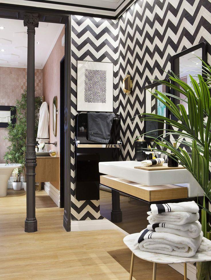 """La zona de él se inspira en el universo """"Mechanic Chic"""", un espacio más sobrio con tonos blancos y negros y elementos de madera. #details #bathroom #interiordesign #deco #diseño #decoracion #arquitectura #decor"""
