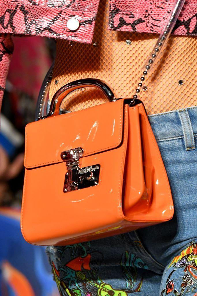 Модные тенденции. Модные сумки 2018: тенденции, актуальные модели и оттенки. Все новое из мира моды, фото и обзоры, обсуждения и отзывы. #мода #модный_маникюр #Модные_прически #мода_фото #модные_тенденции #дизайн_ногтей #модные_стрижки #фото #новинки_моды #модные_тренд�