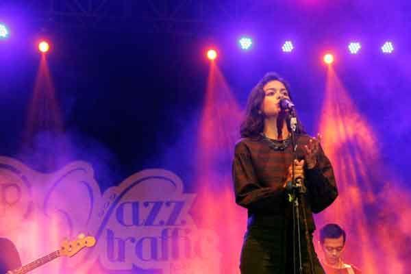 Eva Celia Bikin Makin Ceria Jazz Traffic