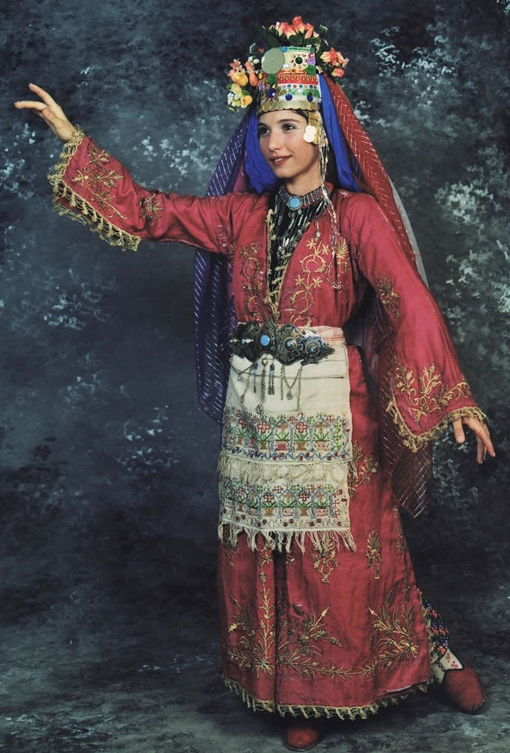 Bridal costume from Muğla. Urban, 1925-1950. With goldwork embroidered silk 'üçetek' (robe with three panels) and önlük/peşkir (apron; 'two-sided' silk embroidery on linen). The round mirror on the hat is an amulet against the 'evil eye'. Except for that monumental hat, this costume was also worn as a general festive dress.
