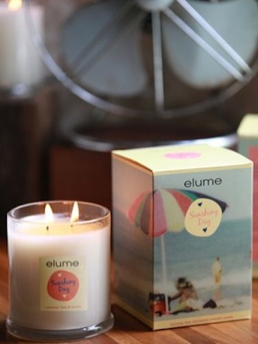 Elume A Moment in Time Candle – Sunshiny Day. Coconut, lime & vanilla aromatic candle    A relaxing sea breeze hovers gently as the playful scent of coconut conjures a sultry summer's day on the beach. The sweet smell of lime and vanilla engenders a sense of warmth and tranquillity as it drifts in the salty ocean air.