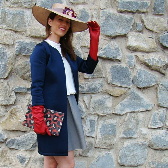 15-colgadas-de-una-percha-marta-r-outfits-bodas-wedding-looks-falda-skirt-neopreno-neoprene-coat-abrigo-sombrero-hat-gloves-guantes-clutch-2