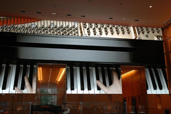 몇 년전 Barco가 미국 필라델피아 신축건물 로비에 설치했던 사례입니다.