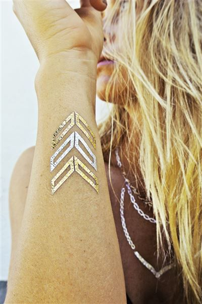 To do: tan & beach with metallic temporary tattoos