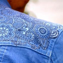 "Tutorial shows you how to ""tattoo"" a denim jacket using a sharpie marker, glue, and fabric dye."