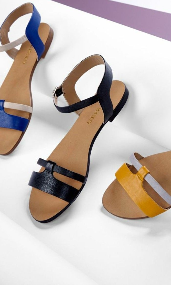 sandales plates femme design en bleu, noir et jaune