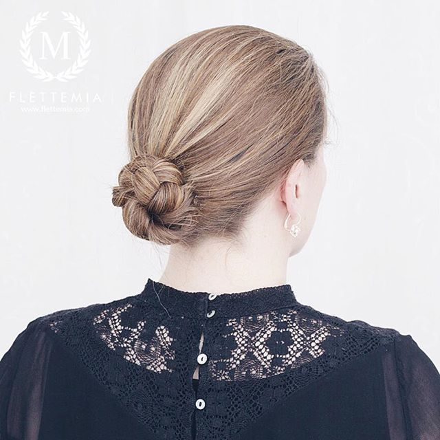 """Flettet knute - en rask frisyre som er enkel å lage på seg selv / Braided bun - a quick style which is easy to do on yourself "" Photo taken by @flettemia on Instagram, pinned via the InstaPin iOS App! http://www.instapinapp.com (04/07/2016)"
