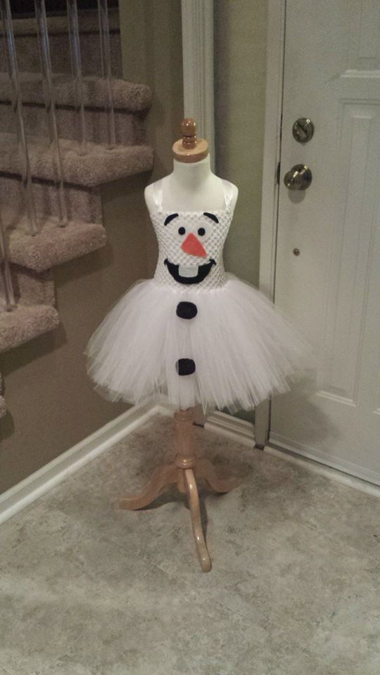 This Olaf inspired dress is a adorable for any little one that LOVES Frozen! Can be worn for dress up, birthday parties, or Halloween. this tutu