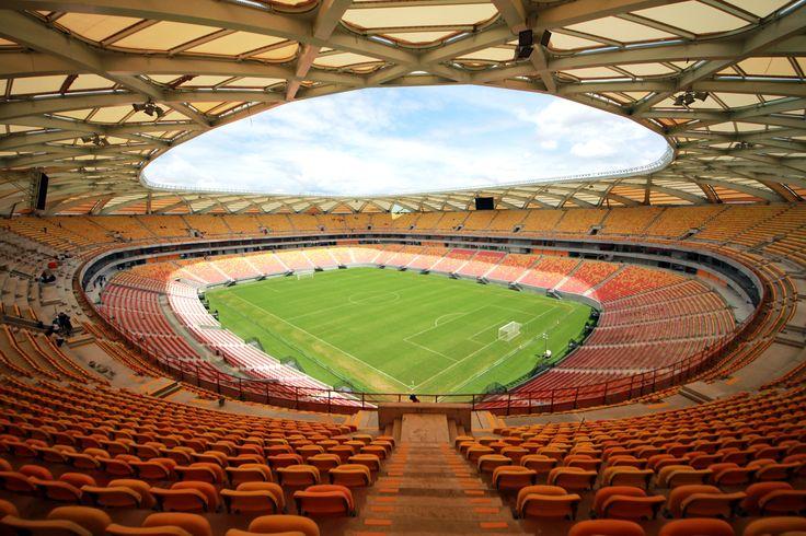 Padrão FIFA em cada detalhe, a Arena da Amazônia foi reformada em 2014 para sediar importantes etapas da Copa do Mundo e, agora, é palco de amistosos, partidas do Campeonato Brasileiro e estaduais e se prepara para as Olimpíadas. Visitações liberadas apenas para dia de jogo.