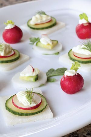 Vegetable Crudités with Wasabi Cream Cheese radis noir/concombre/radis rose/fromage frais/